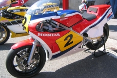 Honda RS500 de 1983 ex- Gustav Reiner pilotée occasionnellement par Freddie Spencer (Varano, Eastern Creek- Australie, Schotten)
