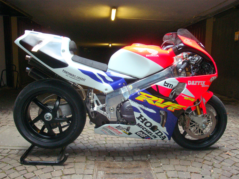 Honda-RVF-750_1